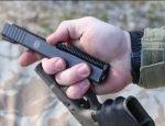 Так ли это просто – собрать Glock 19 одной рукой?