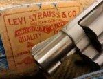 Гендиректор Levi Strauss попросил не приходить в его магазины с оружием