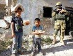 Российские военные под огнем боевиков спасли из Алеппо женщин и детей