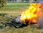 Боевики в Дамаске засняли эпичное попадание в танк САА из миномета