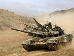 Сирия: танк Т-90 на «бешеной» скорости преследует террористов по пустыне