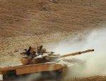Боевики на захваченном Т-72 отбиваются от зашедших в Пальмиру бойцов Асада