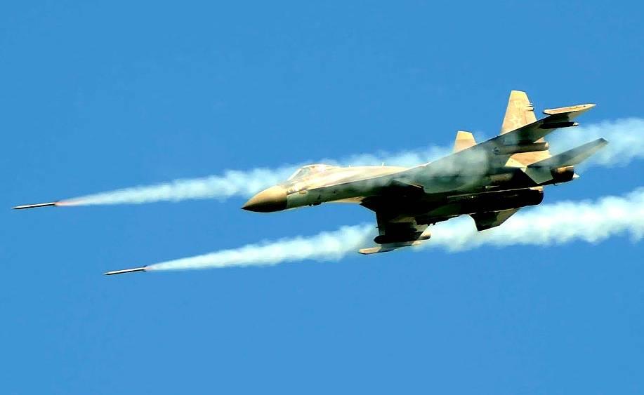 Су-35 в действии: массированные авиаудары перемалывают боевиков