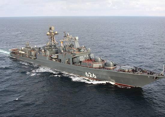 Российский боевой корабль охраняет торговые суда в Красном море
