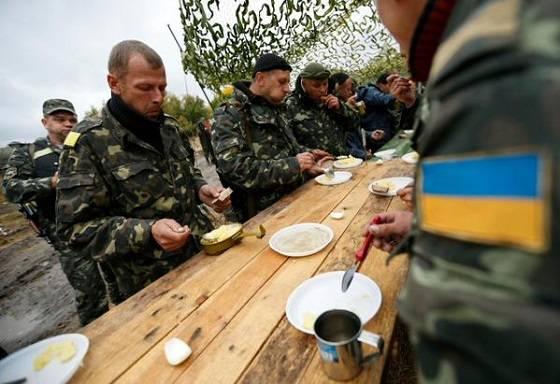 «Лучшая армия Европы»: бойцы ВСУ показали, чем их кормят не на камеру