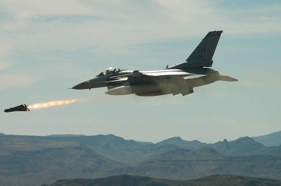 США атаковали город Абу-Кемаль: следующая цель - сорвать наступления САА