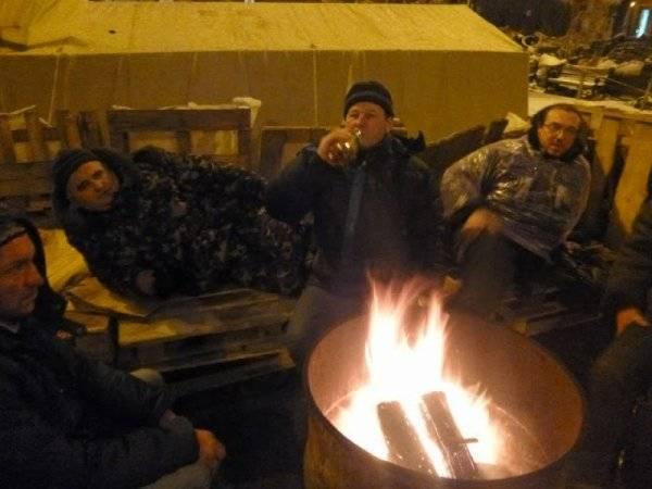 Пять пьяных «воинов света» обгорели в палатке, налакавшись алкоголя