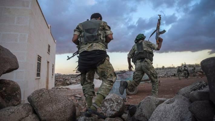 Сирийские войска зажали в клещи ИГ в Карьятейне, отрезав пути к отступл