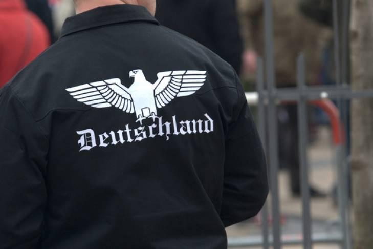 Немецкие нацисты захватывают бундесвер