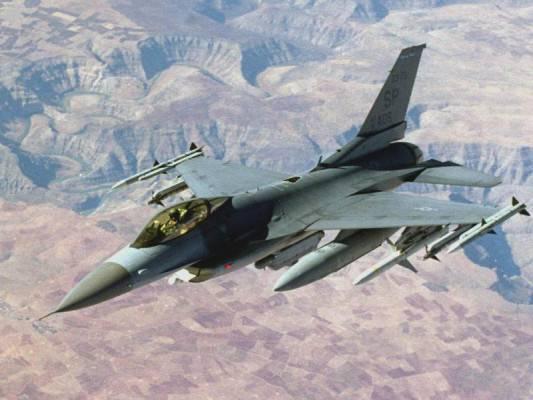 Читатели западных СМИ высмеяли неудачную погоню F-15 за НЛО в Орегоне