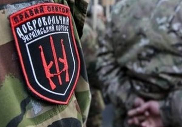 На каске убитого в Донбассе бойца «Правого сектора» оказалась символика СС