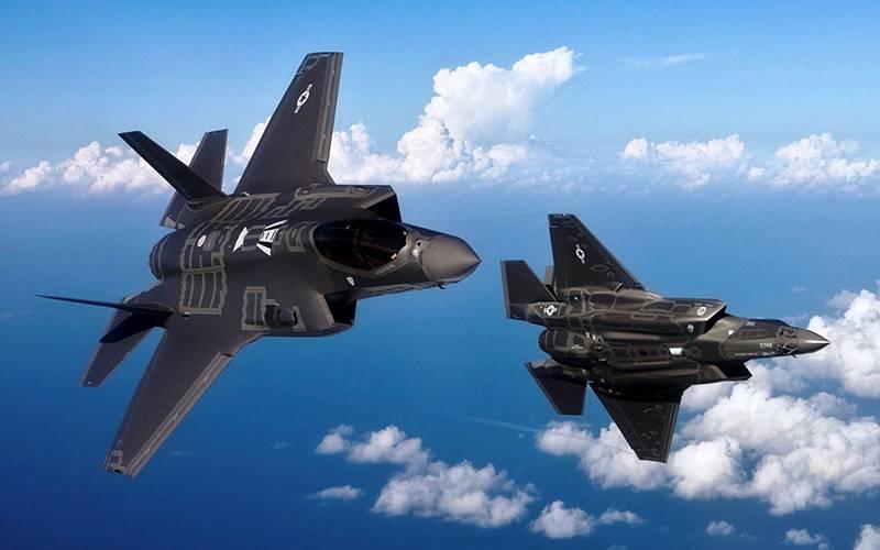 Российским военным впервые показали истребители-бомбардировщики F-35