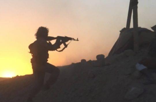 Удар из пустыни: боевики ИГ пошли в крупную атаку на союзников США в Хасаке