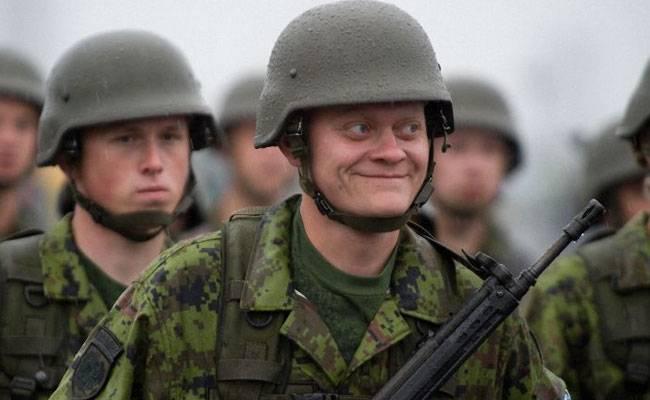 Эстонская угроза: парашютисты готовы зависнуть над городом
