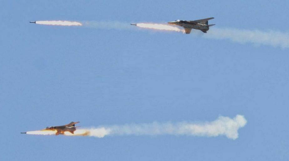 Подготовка к массированной атаке: тяжелая бомбардировка асов САР в Дамаске