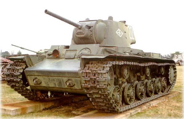 «КВ» против 12 немецких танков: 3 подбиты, 1 раздавлен, 8 сбежали