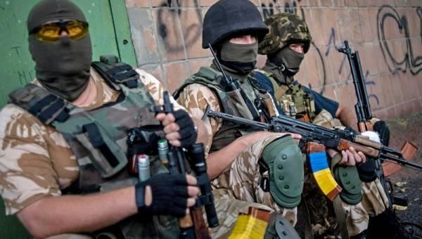 Нацбаты против карателей ВСУ: в эпицентре бойни оказались мирные жители
