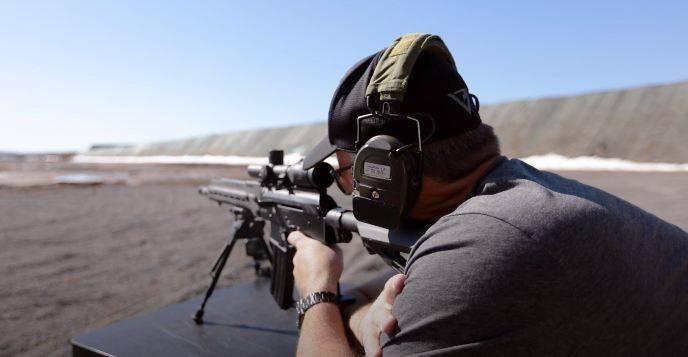 Быстрее, чем AR-15: Виккерс сравнил русский SR1 c американской винтовкой