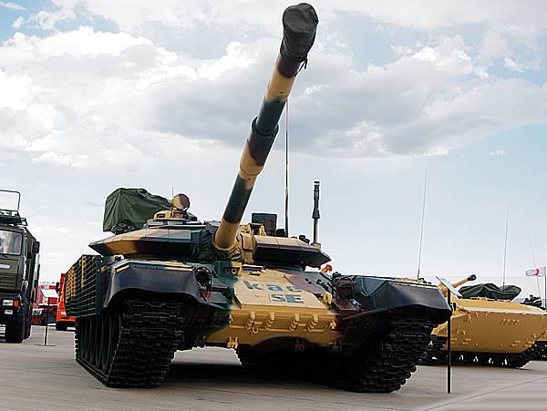 Модернизированный танк Т-72КАЕ. Выставка KADEX-2018. Фотообзор
