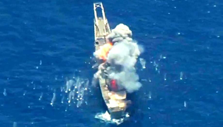 В Сеть попали снимки гибели американского военного корабля